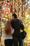 Vader en dochter die in het park lopen Stock Foto's