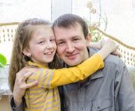 Vader en dochter gelukkig Stock Foto
