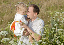 Vader en dochter in het park Royalty-vrije Stock Foto