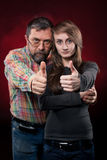 Vader en dochter. Nadruk op handen Stock Foto