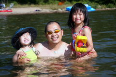 Vader en dochters Stock Foto's