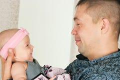 Vader en kleine dochter Stock Afbeelding