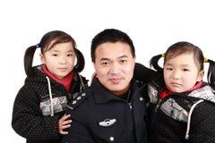 Vader en tweelingendochters Stock Afbeeldingen