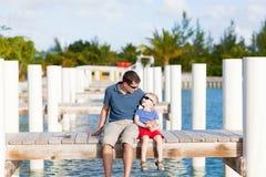 Vader en zijn zoon samen Stock Foto's
