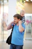 Vader en zijn zoon samen Stock Fotografie