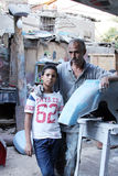 Vader en zoon die foto nemen Stock Foto's