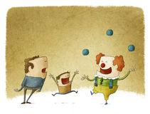 Vader en zoon die op een juggler clown letten Stock Afbeeldingen