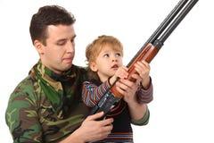 Vader en zoon met kanon stock fotografie