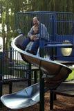 Vader en Zoon op de Dia Stock Foto