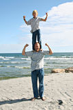 Vader en Zoon op het Strand Royalty-vrije Stock Fotografie