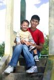 Vader en zoon openlucht Stock Afbeelding