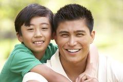 Vader en Zoon in Park stock fotografie