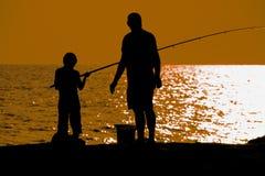 Vader en zoons visserij Stock Foto's