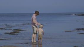 Vader en Zoonstijd plakkend stock video