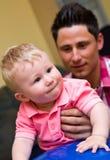 Vader met babyzoon Stock Fotografie