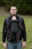 Vader met de VoorCarrier van de Baby stock foto's