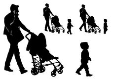 Vader met een wandelwagen en een baby Stock Foto's