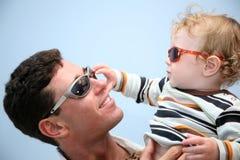 Vader met het kind stock foto's