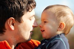 Vader met zoon stock fotografie