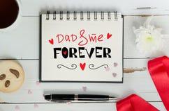 Vader` s Dag het van letters voorzien de samenstelling van de groetnota stock afbeeldingen