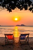 Vadios no beira-mar em por do sol surpreendente relaxe Foto de Stock Royalty Free