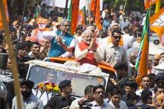 VADODARA GUJARAT/INDIA - 9th April 2014: Narendra Modi sparade hans utnämninglegitimationshandlingar från den Vadodara Lok Sabha  Royaltyfri Foto