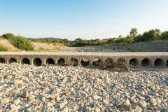 Vadstället i floden i det torrt Royaltyfri Foto