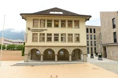 Vaduz Liechtenstein, Juni 02, 2016: Landesbank byggnad i Vadu Royaltyfria Foton