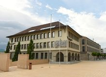 Vaduz Liechtenstein, Juni 02, 2016: Landesbank byggnad i Vadu Arkivbild