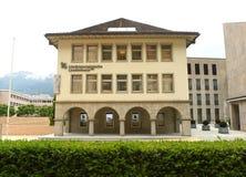Vaduz Liechtenstein, Juni 02, 2016: Landesbank byggnad i Vadu Royaltyfri Bild