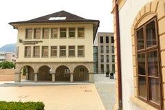 Vaduz Liechtenstein, Juni 02, 2016: Landesbank byggnad i Vadu Royaltyfria Bilder