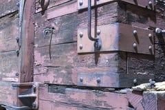 Vagão coberto de madeira no carro de estrada de ferro Fotos de Stock