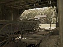 Vagão velho da exploração agrícola Fotos de Stock Royalty Free