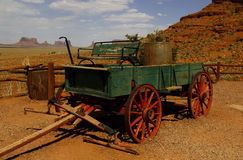 Vagão velho no vale do monumento, Utá, EUA Fotos de Stock