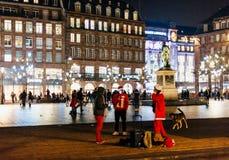 Vagabundos vestidos como Santa Claus Imagen de archivo