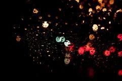 Vage achtergrond van de hoge resolutie de Abstracte gloeiende regen dalingen in dark Royalty-vrije Stock Afbeelding