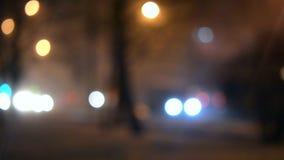 Vage de nachtachtergrond van de achtergrondauto'srit bokeh stock footage