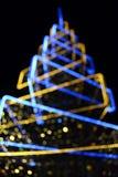 Vage feestelijke die achtergrond met Kerstmisboom en lichten wordt gemaakt Nieuwe jaarachtergrond stock afbeeldingen