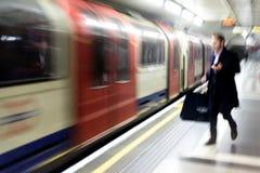 Vage Forenzen die de Ondergrondse Trein van Londen met behulp van Royalty-vrije Stock Foto