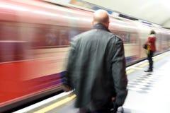 Vage Forenzen die de Ondergrondse Trein van Londen met behulp van Royalty-vrije Stock Foto's