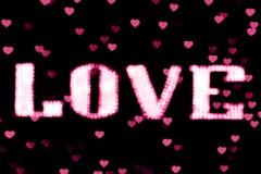 Vage het teken LEIDEN van Bokeh van de tekst roze LIEFDE neon lichtrose op zachte kleurrijk van het achtergrond bokeh lichtenhart Stock Afbeeldingen
