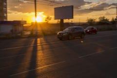 Vage stadsstraat met autoverkeer Royalty-vrije Stock Afbeelding