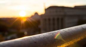 Vage zonsondergang over een spoorstralen Royalty-vrije Stock Foto's