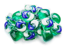 Vagens da cápsula do gel com detergente para a roupa no branco fotografia de stock royalty free