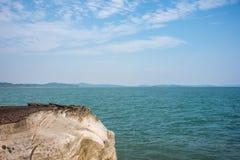 Vagga ön i förgrund Royaltyfri Foto
