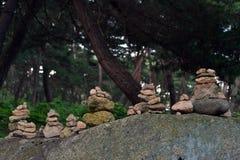 Vagga balansera, en zenmeditationövning Pic togs i Gyeo Arkivbilder