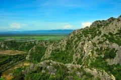Vagga berget i Sam Roi Yod, Thailand Arkivfoton