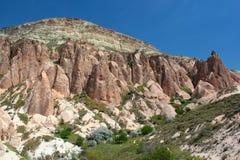 Vagga bildande nära den forntida grottastaden av Cavusin i Cappadocia, Turkiet fotografering för bildbyråer