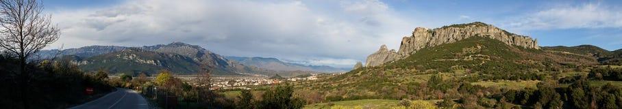 Vagga bildande och ortodoxa kloster i Meteora, Grekland Royaltyfri Fotografi