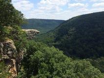 Vagga Cliff Over Rollinget Hills Royaltyfria Bilder